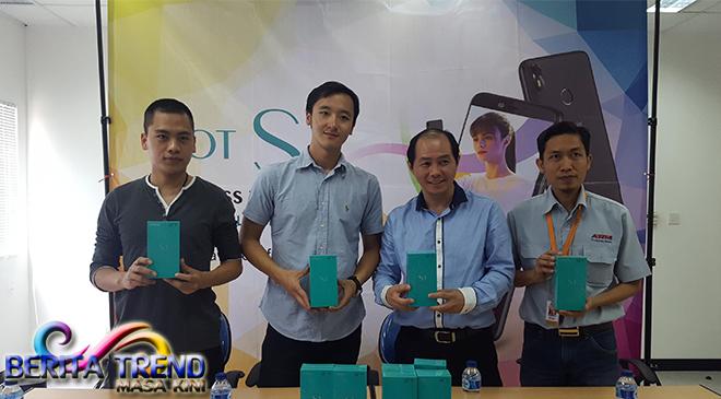 Ponsel Infinix Sekarang Diproduksi di Indonesia