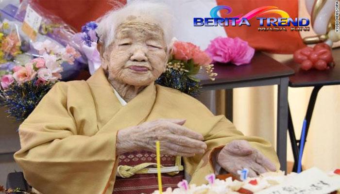 Di Jepang, menurut data baru dari pemerintah menunjukkan bahwa orang berusia tua sangat tinggi di sana, hampir 1 dari 1.500 orang sekarang berusia 100 tahun atau lebih.